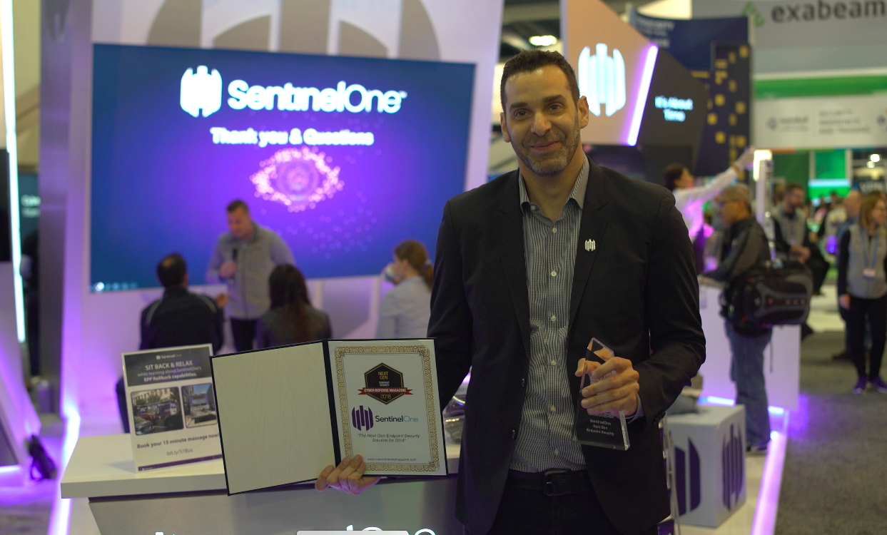 SentinelOne CEO, Tomer Weingarten, receives the award